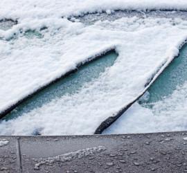 snow-on-windscreen-1623208
